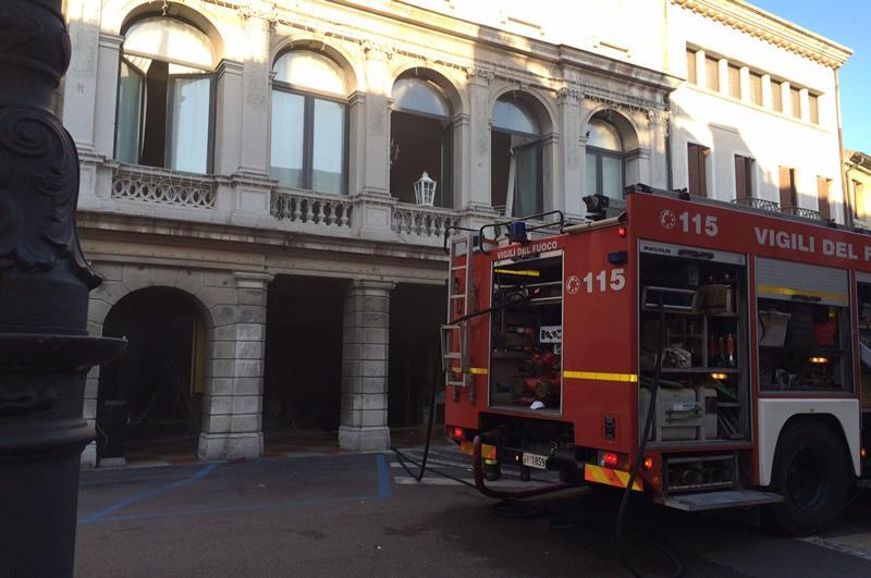 A fuoco il negozio tintoretti in centro storico cronaca portogruaro net portogruaro - Bombolone gas interrato ...