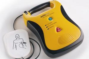 [Un defibrillatore alla Farmacia Fratto ]