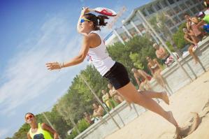 [Bibione: spettacolo e divertimento con il Beach Tennis]