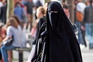 [Donne con il burqa: arriva la polizia, ma erano semplici turiste]