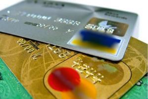 [Usa la carta di credito di un altro e preleva oltre 1500 euro]