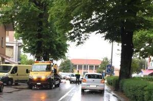 [Incidente in viale Matteotti, traffico in tilt per la pioggia]