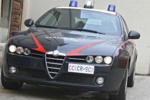 [Braccato dai carabinieri, lancia l'involucro con 8 dosi di cocaina]