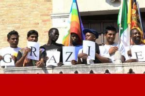 [Migranti di via San Giacomo, al via i corsi di italiano. Domani incontro pubblico]