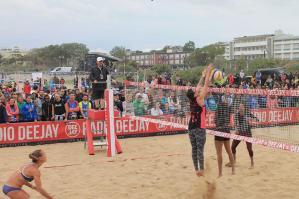 [La spiaggia di Bibione si apre agli atleti del beach volley]