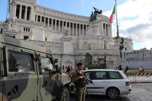 [Drone vola sull'Altare della Patria a Roma, individuato dai militari della caserma L. Capitò]