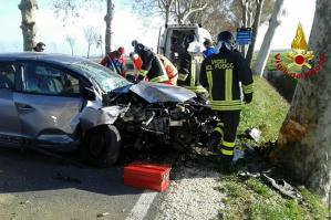 [Auto contro platano a San Stino, ferito il conducente]