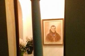 [Padre Bernardino sorride, restaurato il capitello della Madonna del Palù]