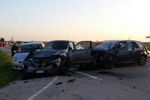 [Incidente nel tardo pomeriggio di mercoledì, coinvolte 3 auto e un furgone]