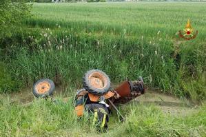 [Portogruaro: si ribalta il trattore, muore un 62enne]