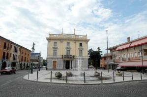 [Cinema in Piazza ad Annone Veneto]
