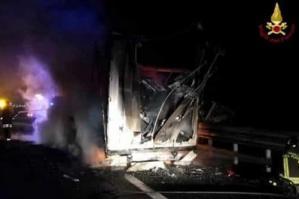 [Camion in fiamme: A4 chiusa tra Portogruaro e San Donà]