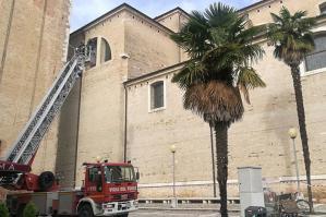 [Parti pericolanti del tetto, Duomo di Sant'Andrea messo in sicurezza]