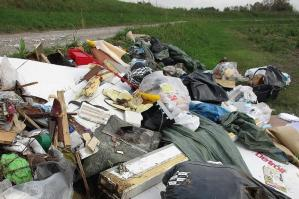 [San Stino lotta contro l'abbandono dei rifiuti]