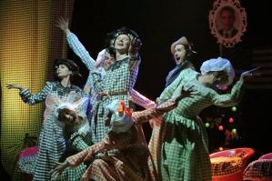 """[""""Piccole Gonne"""", il cabaret torna protagonista al Teatro Russolo]"""