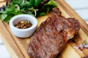 [La dieta migliore al mondo? Quella mediterranea: per il 95% degli italiani la carne ne è parte integrante]