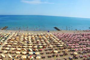 """[Ulss4: """"Vieni a partorire nel Veneto orientale e ti regaliamo il mare""""]"""