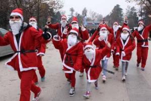 [La Marcia dei Babbi Natale a San Michele]