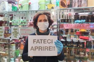 """[Commercianti di Portogruaro in protesta: """"Fateci riaprire""""]"""