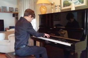 [Il giovane pianista Lorenzo Marzin in concerto dal Municipio di Portogruaro]