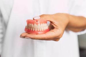 [Ulss4, contributi per la realizzazione di protesi dentarie]