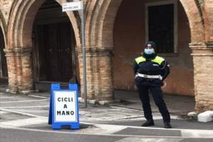 [Polizia Locale in centro per controllare i comportamenti dei ciclisti]