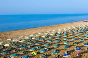 """[Bibione, spiaggia quasi pronta. Codognotto: """"Siamo a buon punto""""]"""
