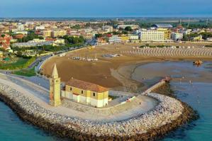 [Caorle prima spiaggia del Veneto e ottava meta più cliccata su Google in Italia]